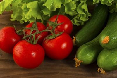 トマトとキュウリとレタス