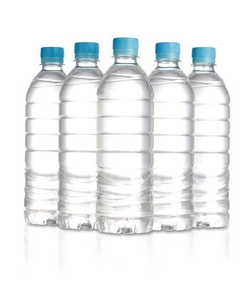 並んだペットボトル