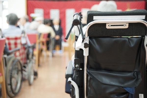介護施設と車椅子