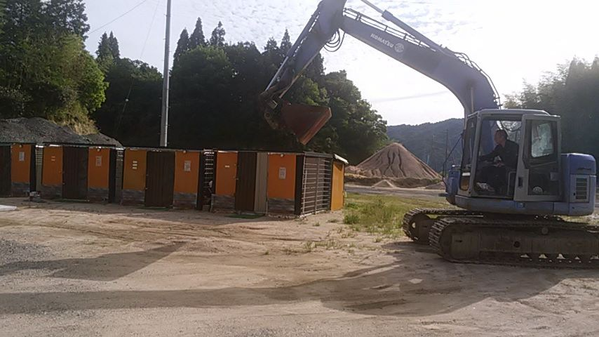 建設中のシェルター